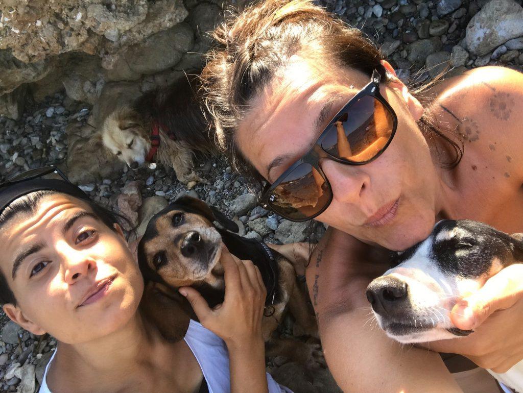 Marika e Sara di Cera una Bolla con i loro cani