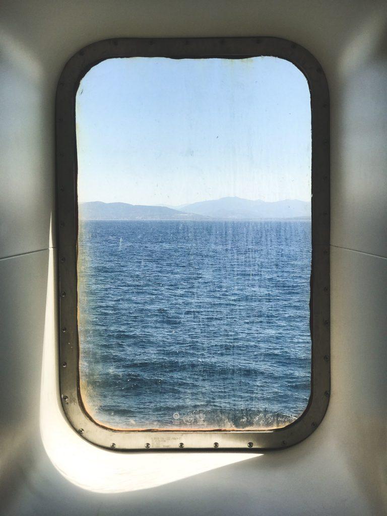 Vista dal finestrino della nave verso la Sardegna